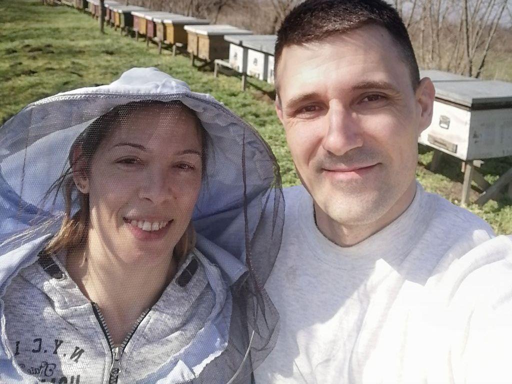 Ivana i Miroslav ljubav prema pčelarenju prenose na decu