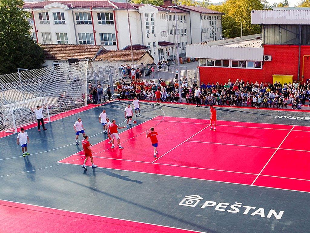 Kompanija Peštan pomogla renoviranje sportskog terena u Aranđelovcu