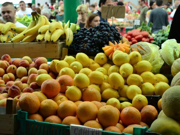 Voće i povrće koje ulazi u Srbiju je bezbedno, kažu stručnjaci - Kontrola od granice do rafova