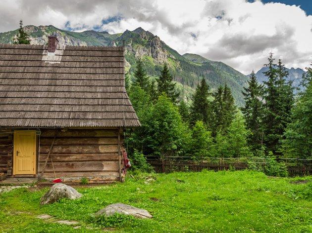 Na poklon placevi za vikendice u selu podno Suve planine