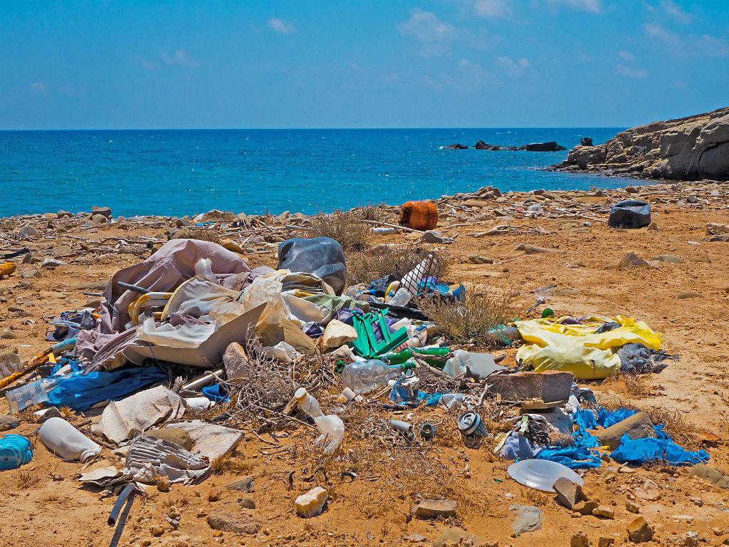 Na okeanskom dnu leži 14 miliona tona mikroplastike