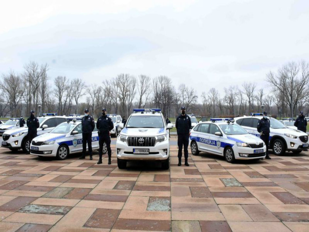 Policiji predato 15 vozila opremljenih sistemom prepoznavanja tablica - U planu nabavka još 350