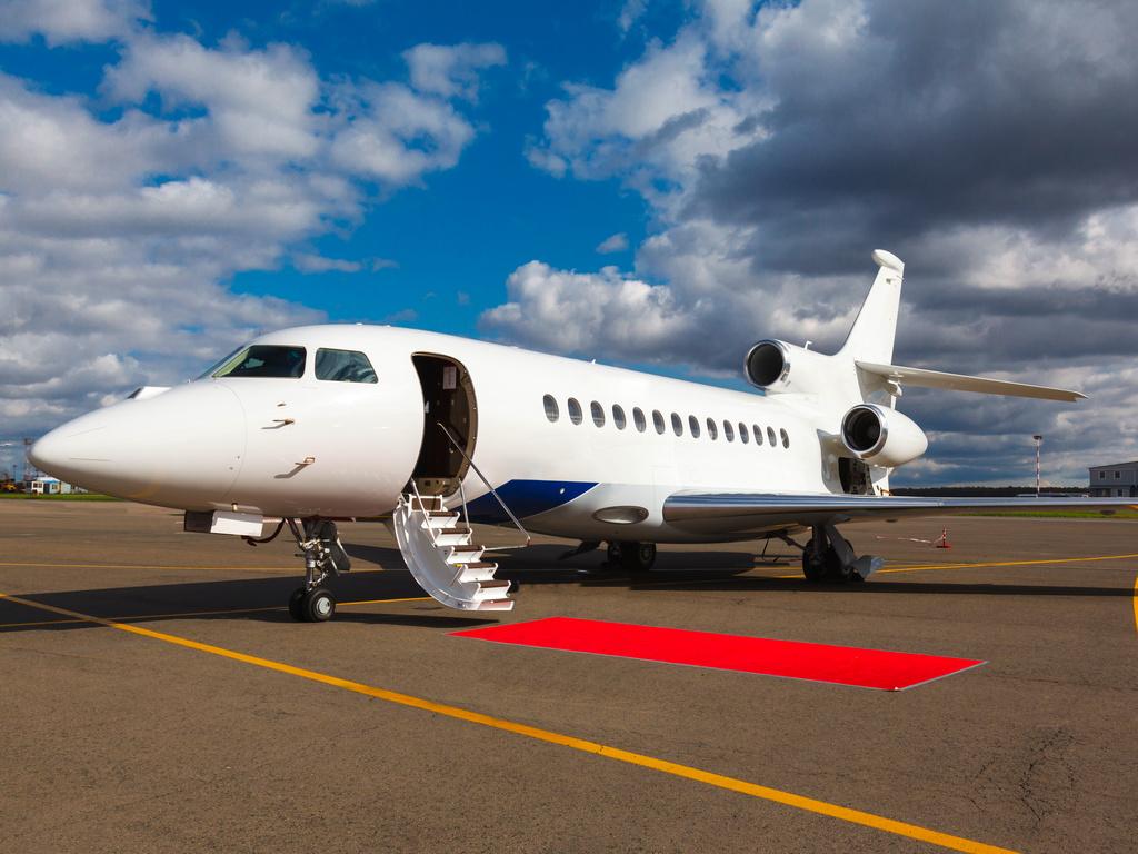 Novi poslovni mlaznjak u srpskom registru - Challenger 350 kompanije Skybridge International na beogradskom aerodromu