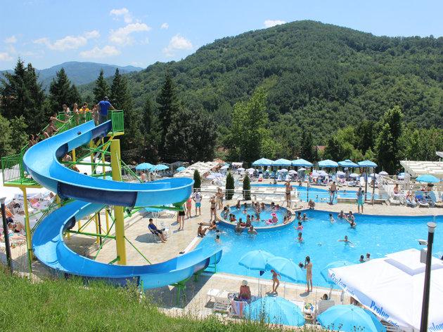 Prolom Banja ima svoje more - Godišnje i do 90.000 gostiju, smeštajni kapaciteti nedovoljni za sve turiste (FOTO)