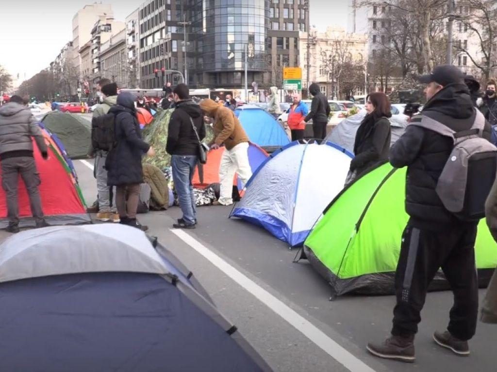 Ana Brnabić izrazila spremnost za razgovor i sa frilenserima koji protestuju ispred Skupštine Srbije