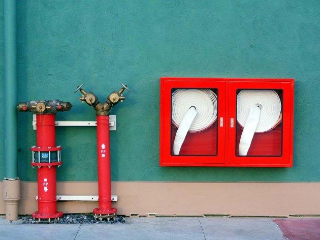 (RS) Donijet Pravilnik o tehničkim normativima zaštite od požara u objektima u kojima se okuplja, boravi ili radi veći broj lica