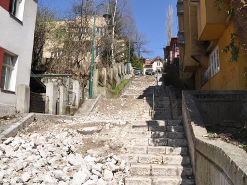 Odmor uz hitove kultnih muzičara - Sarajevo dobija stepenište s odmaralištem i muzičkim kutijama