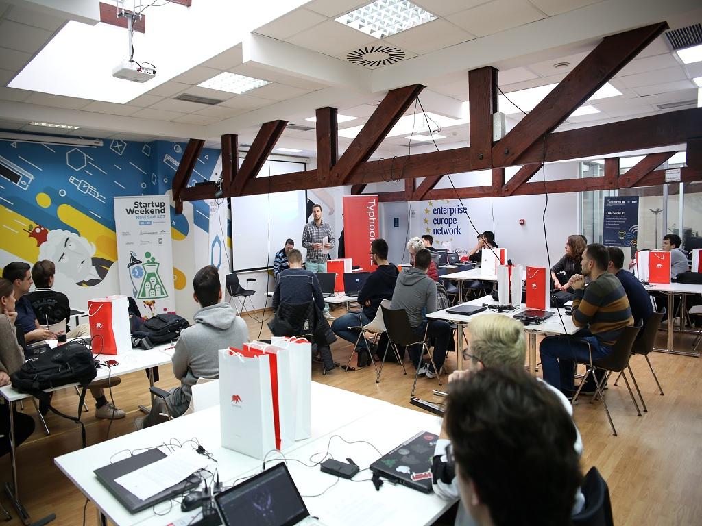 """Studenti i srednjoškolci kreirali rešenja za """"pametne kuće"""" - Održan Python Hackathon II u saradnji kompanije Tajfun HIL, Univerziteta u Novom Sadu i AIT iz Beča"""