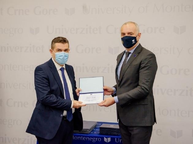 Priznanje za prof. dr Radoslava Tomovića