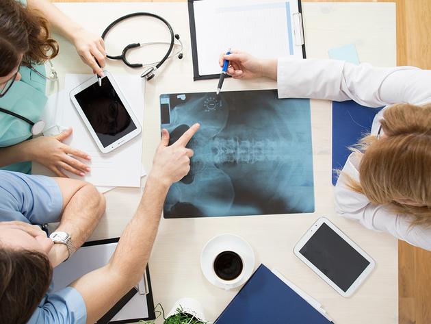 Opštoj bolnici Šabac privrednici donirali novi rendgen, koji menja aparat Ei Niš iz 1980.