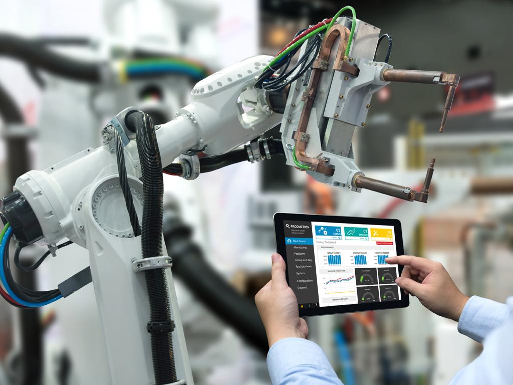 Nove firme ušle u FAP-ove pogone u Priboju - Iz jedne izlaze kamioni, iz druge roboti