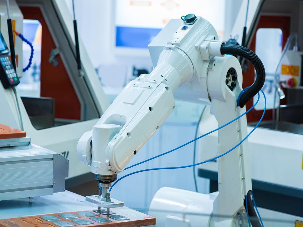 Srednjoškolci iz Niša napravili robota za dezinfekciju prostorija UV lampama