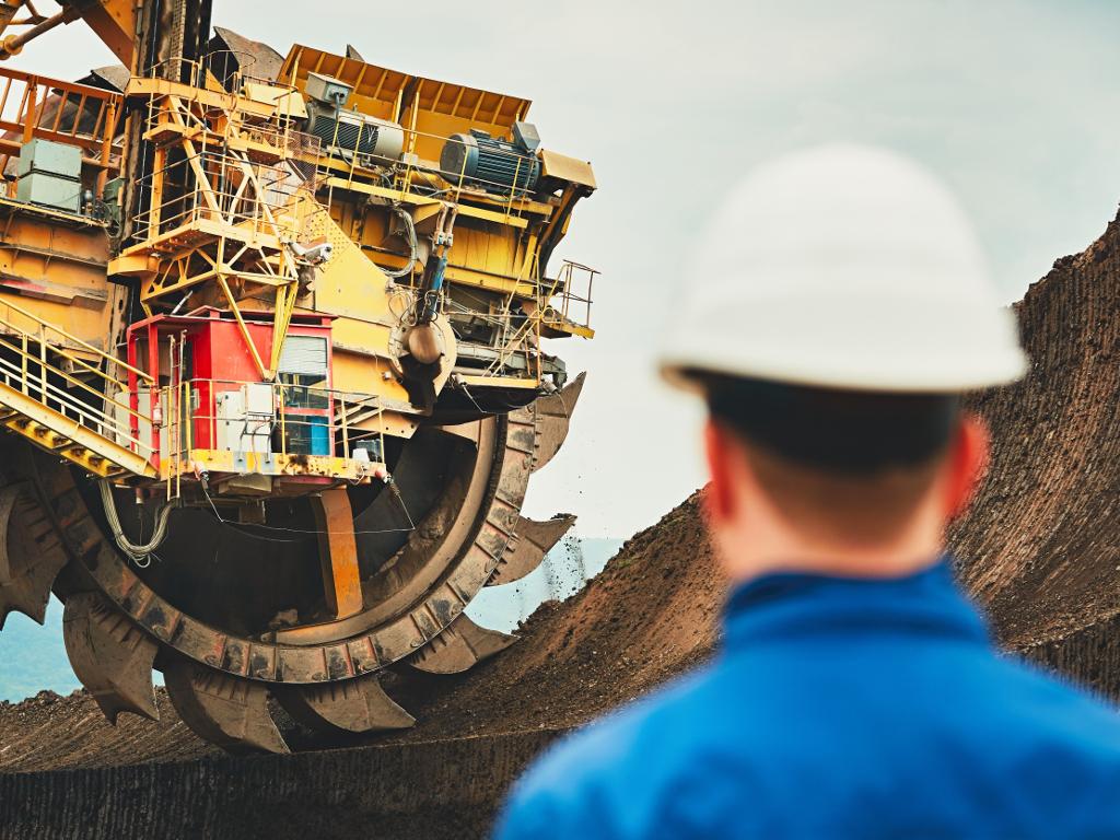 Izašao udžbenik o standardima i regulativi u rudarstvu