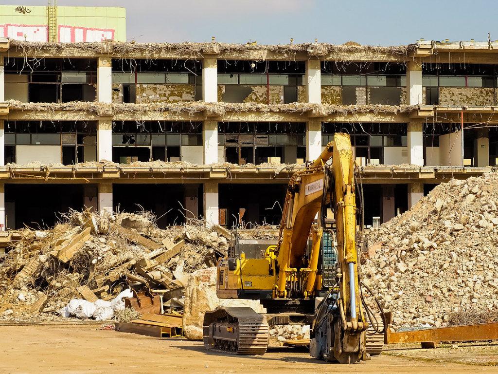 Rušenje zgrade MUP-a u Novom Sadu koštaće 6,7 miliona dinara - Kakvi su planovi za ove parcele?