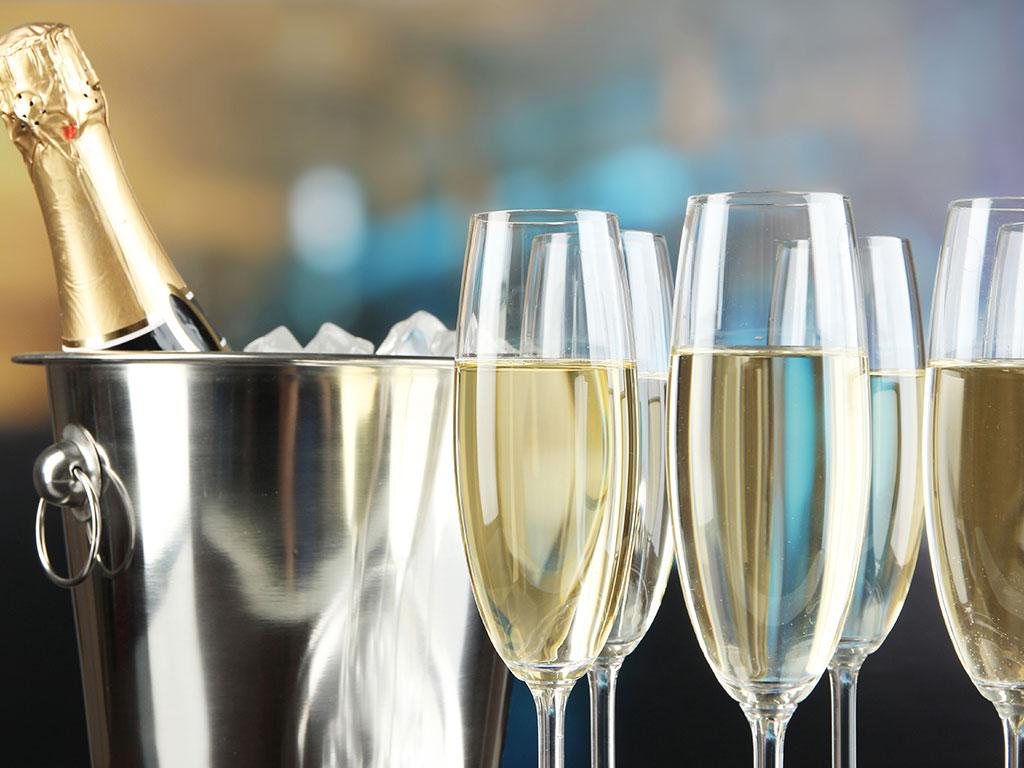 U Remsu tursite časte besplatnim bocama šampanjca, ukoliko ispune nekoliko uslova