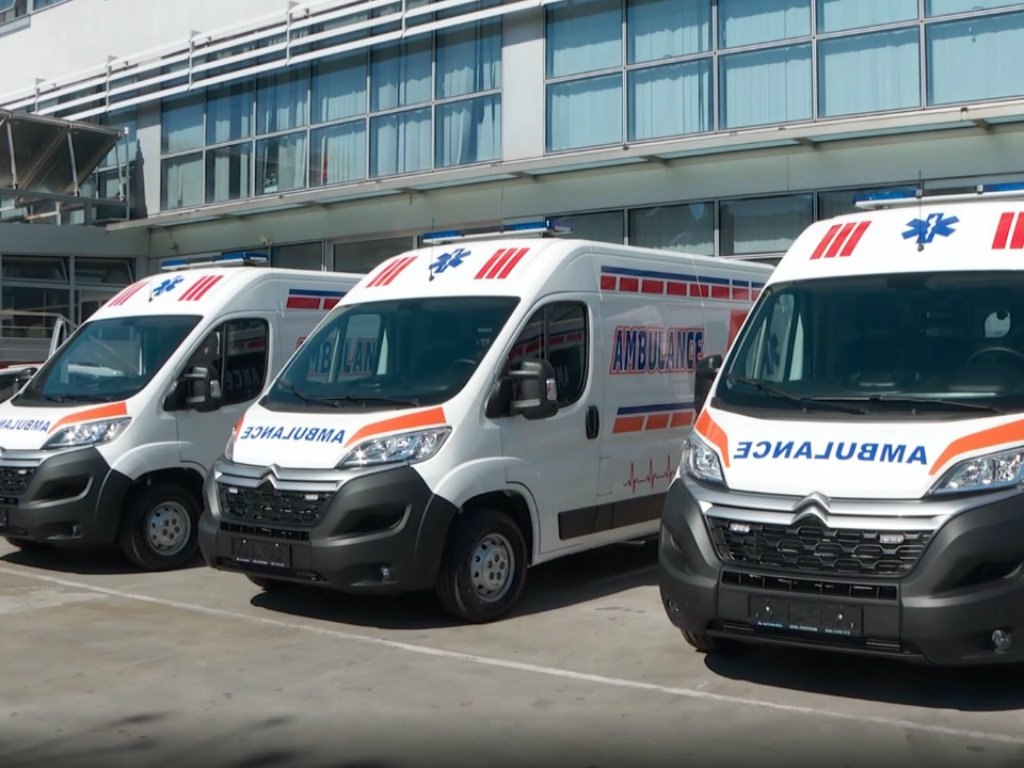 Zdravstvenim ustanovama isporučena tri vozila za prevoz pacijenata oboljelih od koronavirusa