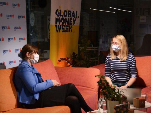 Sanja Kekić, predsednica Udruženja ISACA, Marija Mutić, koordinatorka programa finansijske edukacije Erste Banke