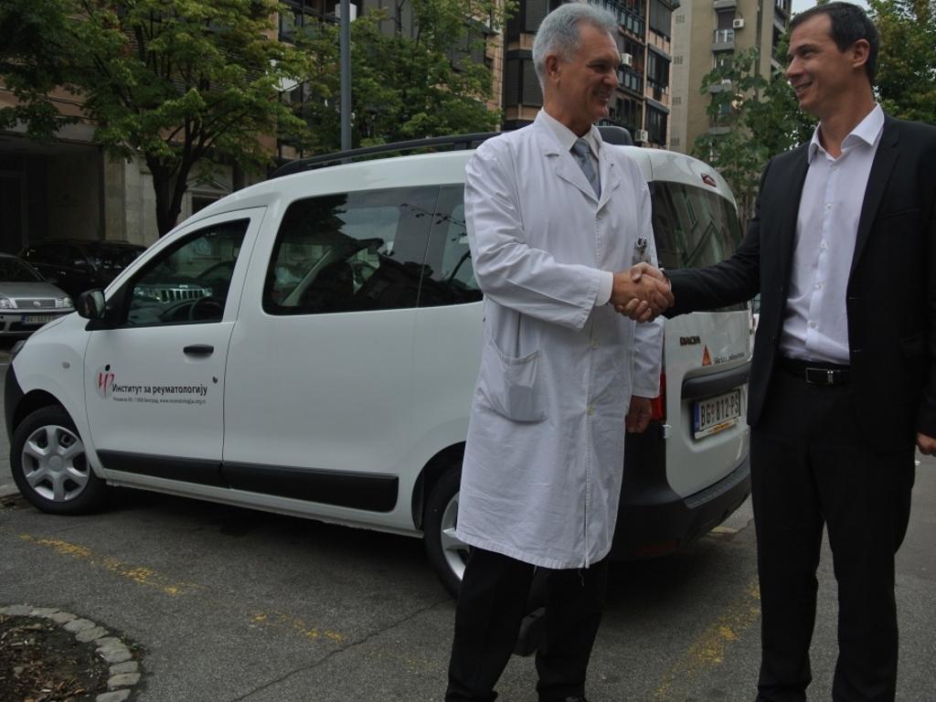 "Kompanija ""Sika"" donirala automobil Institutu za reumatologiju u Beogradu"