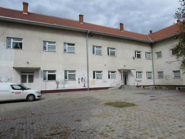 Škola sagrađena 1952. godine
