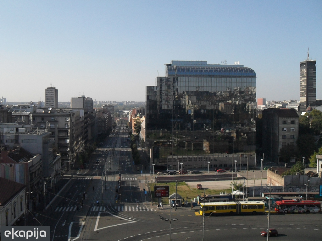 Infostand der Belgrader Tourismusorganisation wird am Slavija-Platz gebaut