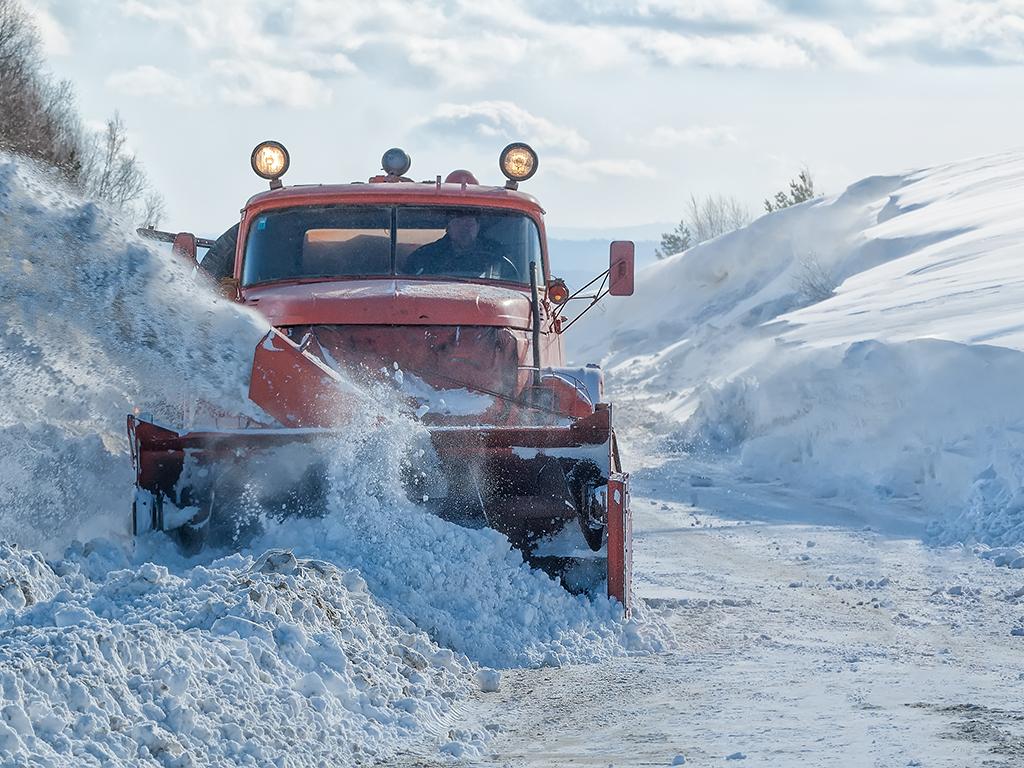 Niš traži firmu za čišćenje snega sa seoskih puteva tokom naredne tri zimske sezone - Vrednost posla 32 miliona dinara