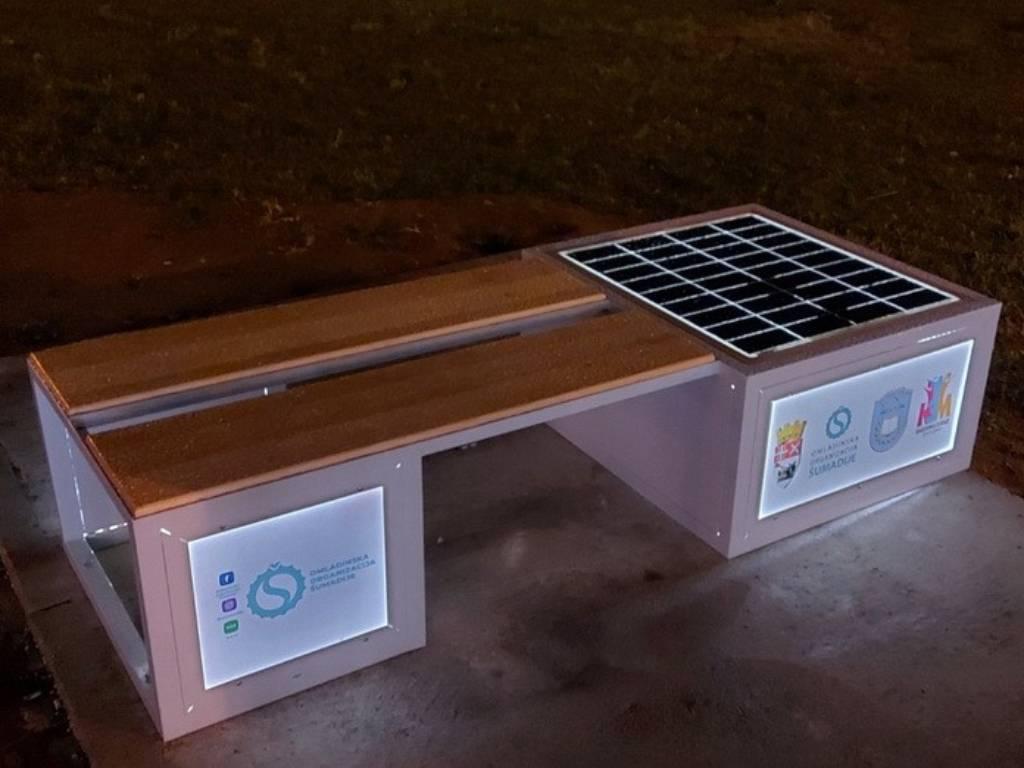 U Kragujevcu postavljene solarne klupe