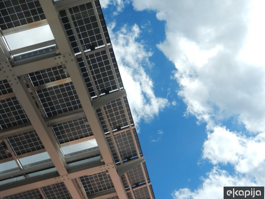Kompanija Tesla spustila cijene solarnih panela i omogućila njihovo iznajmljivanje