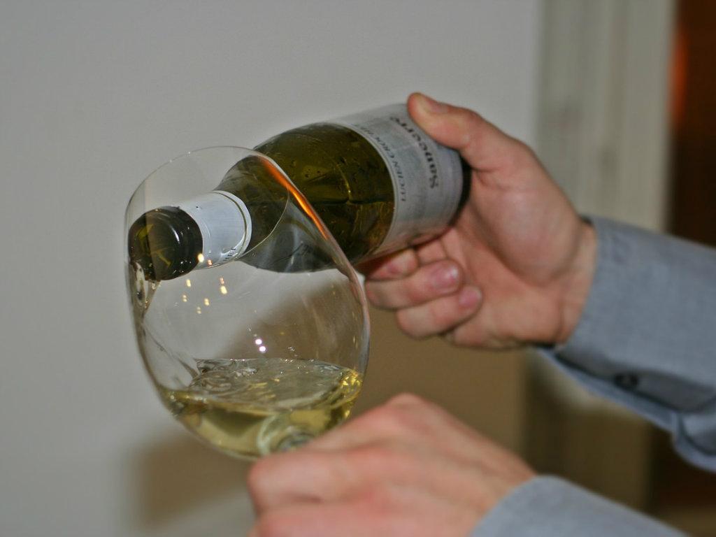 Koja bi bela vina Srbije trebalo da birate u vrelim danima?