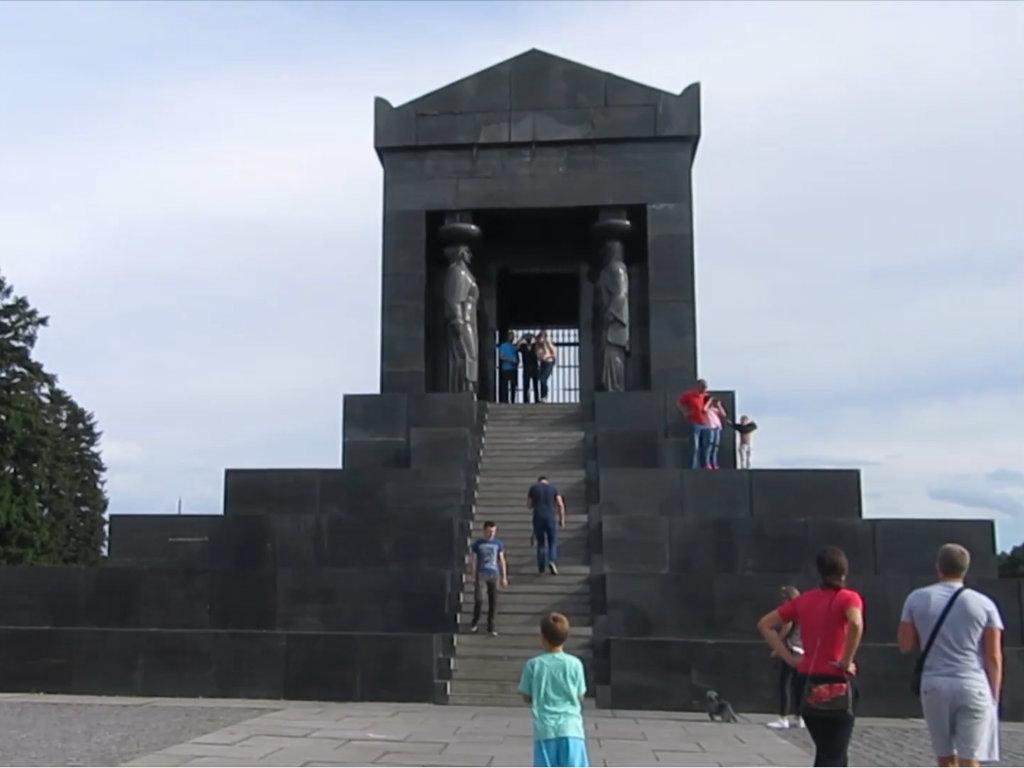 Spomenik Neznanom junaku na Avali već 16 godina čeka rekonstrukciju