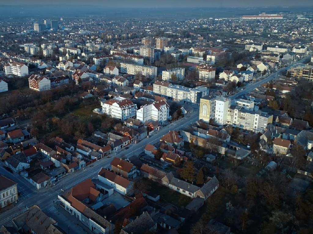 Veliki investicioni planovi u Sremskoj Mitrovici - Grade se stadion, škola, luka i bolnica, startuju i novi pogoni