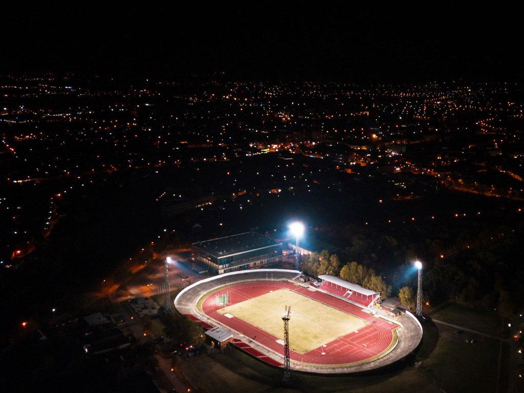 Gradski stadion u Zrenjaninu dobio reflektore - Uskoro zamena terena, proširenje tribina i renoviranje svlačionica