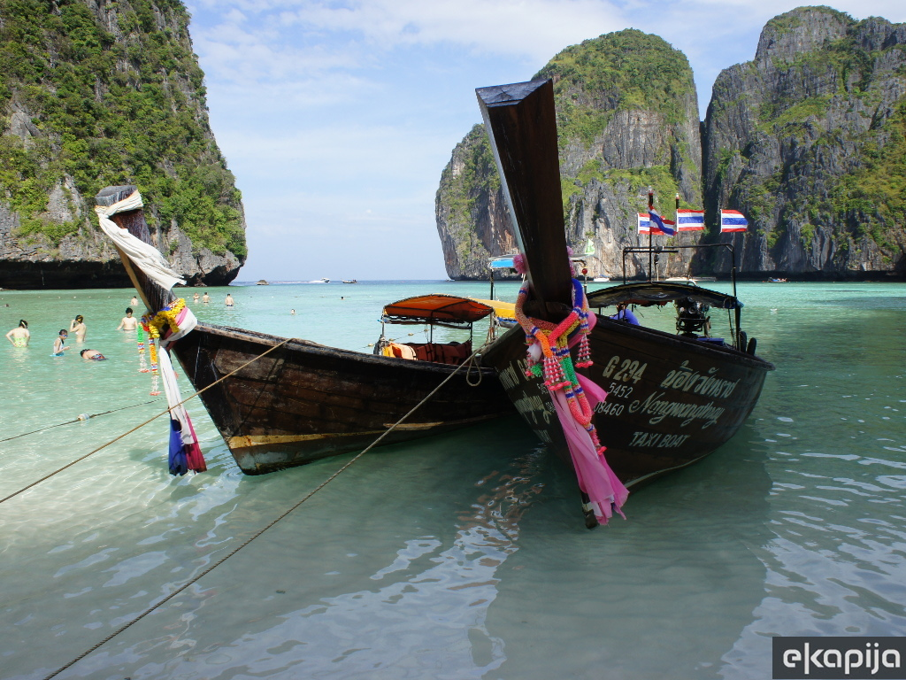 Famous Thai beach closed due to ecological disaster