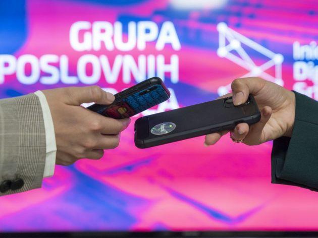 """Prva u nizu investicija kroz Inicijativu Digitalna Srbija - 200.000 EUR za startap Tapni koji """"ukida"""" vizitkarte"""