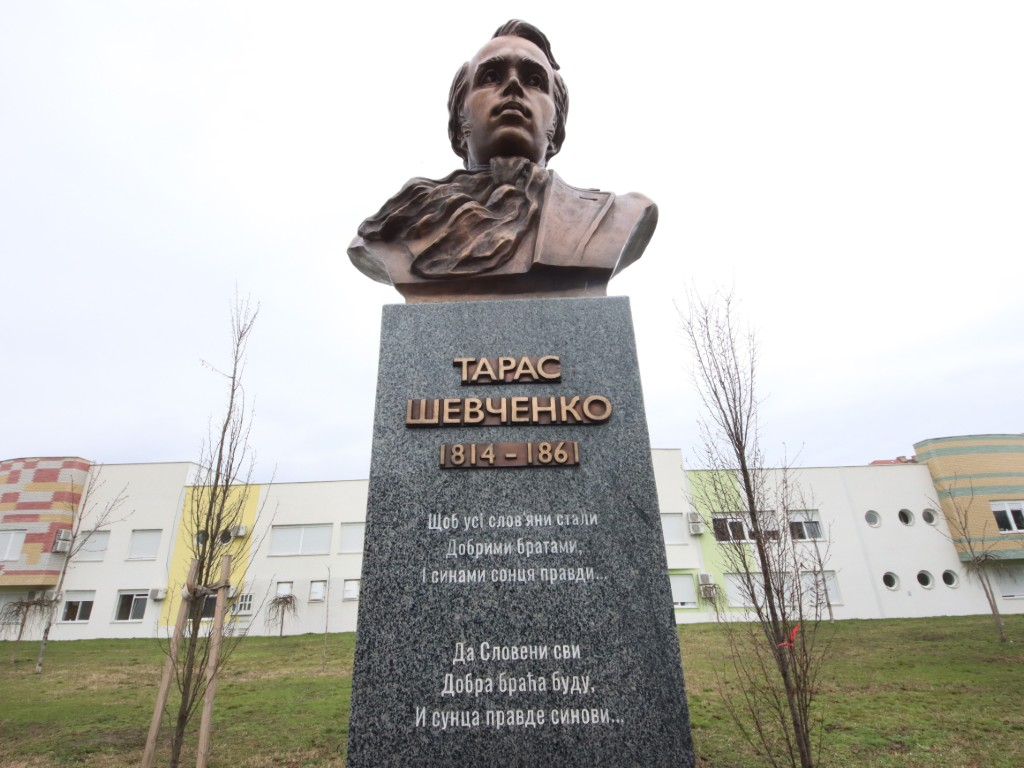 U Novom Sadu otkriven spomenik ukrajinskom pesniku i slikaru Tarasu Ševčenku - Inicijativa za spomenik Vuku Karadžiću u Lavovu