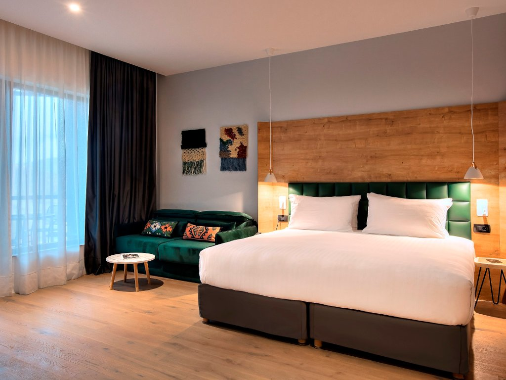 Otvoren luksuzni rizort u borovoj šumi - Tarčin Forest Resort&Spa ima 55 hotelskih soba i 20 vila (FOTO)