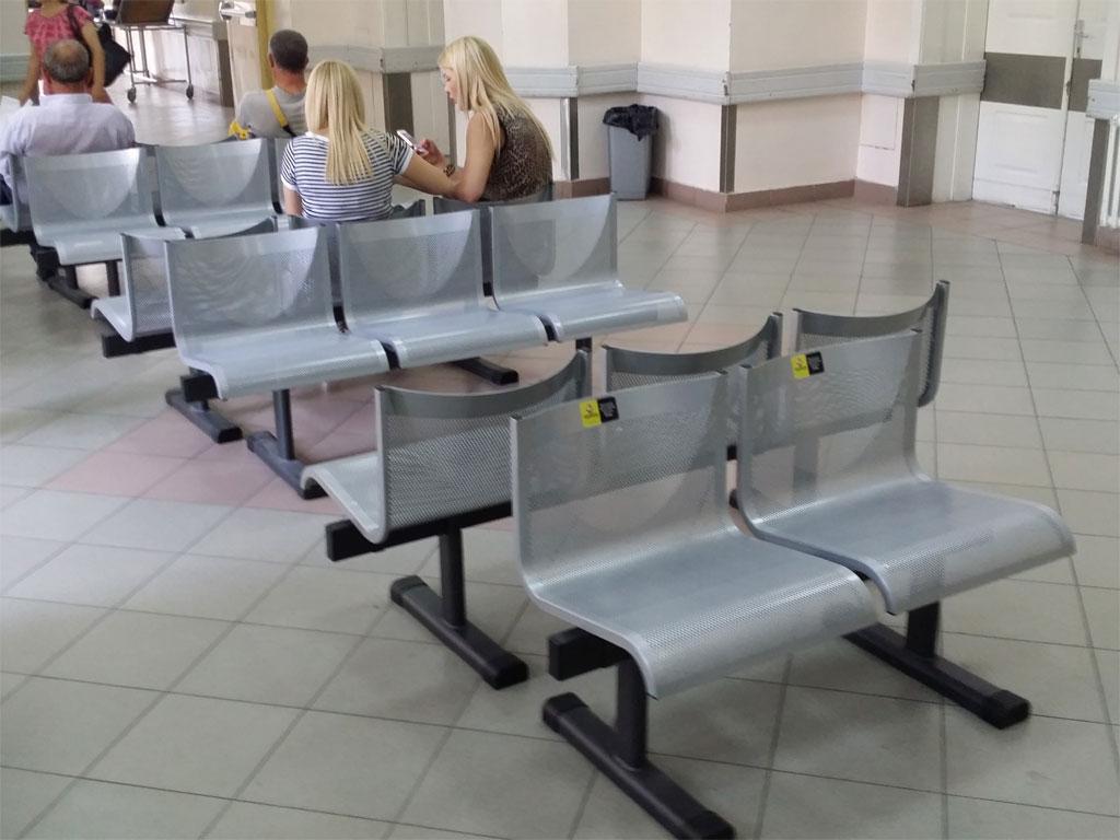 """TehnoMerkur"" donirao stolice Urgentnom centru u Beogradu"