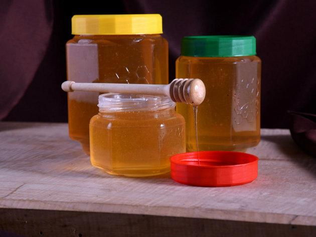 Tehnoplast Gligorijević pčelarima obezbeđuje kvalitetnu opremu, pribor i ambalažu - Laka upotreba, uz uštedu vremena i novca (FOTO)