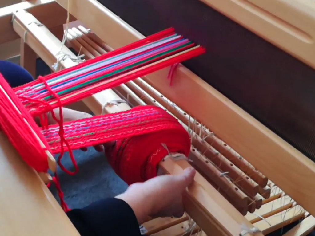Više od 40 žena dobilo sertifikate za tkanje i izradu tradicionalnih rukotvorina