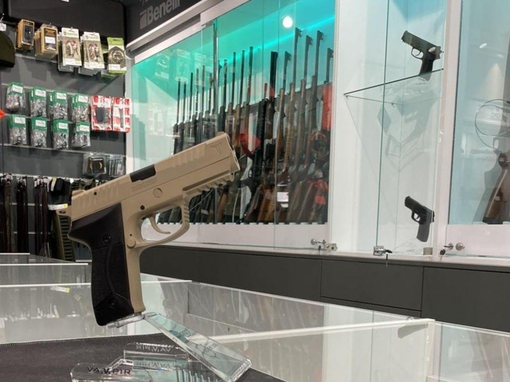 TRB Bratunac otvorio prodavnicu u centru Bijeljine - Pištolj RS9 vampir prvi put na civilnom tržištu (FOTO)