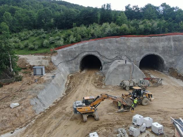 Probijanje tunela Ivan na jesen 2021. - Pogledajte gradilište autoputa od Tarčina do Ivan planine (VIDEO)