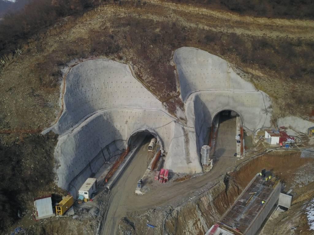 Tunel Zenica gradi 120 radnika - Kakva je dinamika radova na dionicama autoputa u zeničkoj regiji? (FOTO)