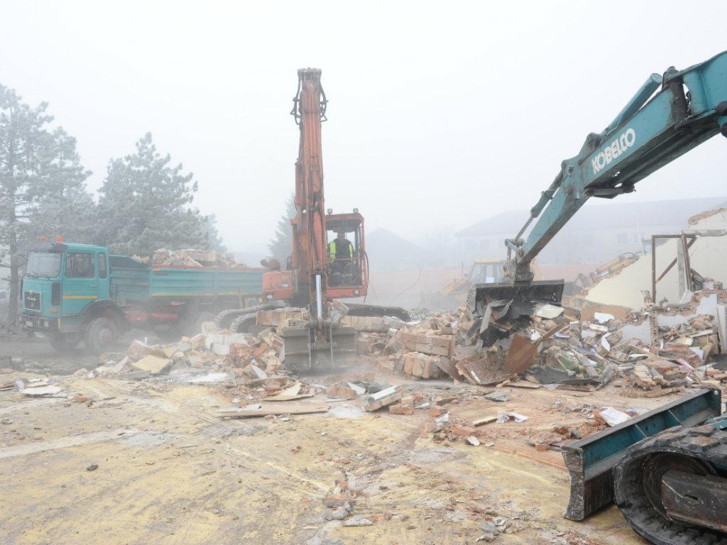 Počela izgradnja ambulante u Ugrinovcima - Uskoro i gasifikacija i gradnja fabrike za preradu otpadnih voda