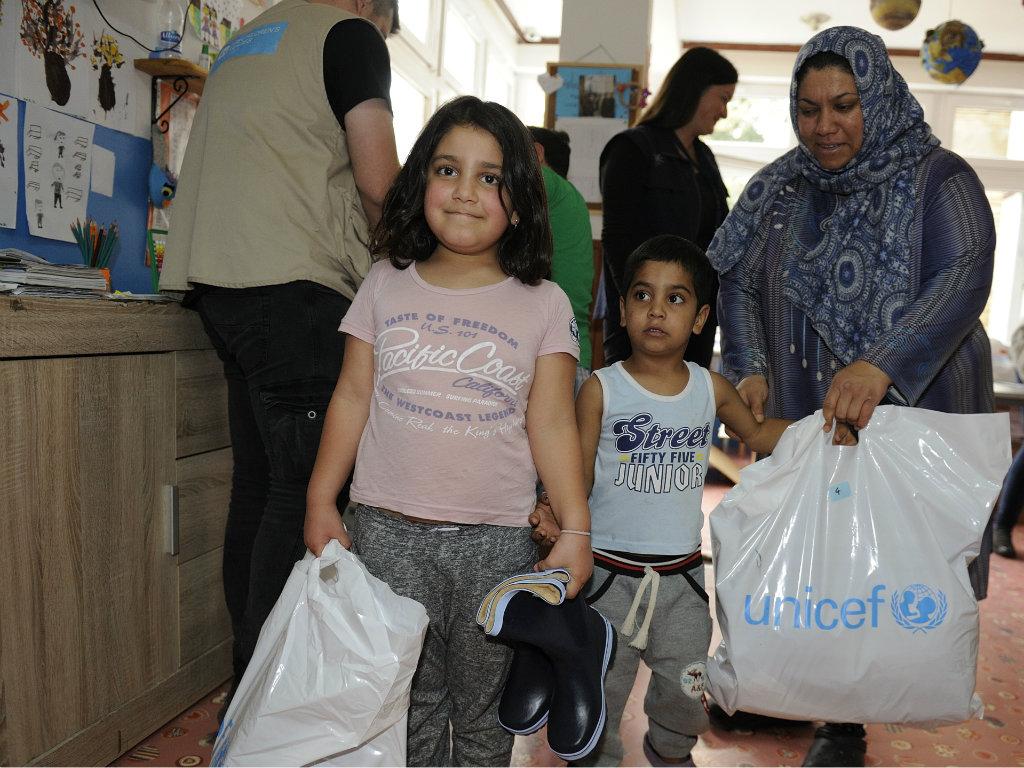 UNICEF distribuira zimsku odeću i obuću za decu migrante i izbeglice u Srbiji