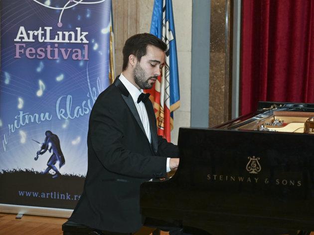 Junger portugiesischer Pianist Vasco Dantas hielt ein Konzert in Belgrad
