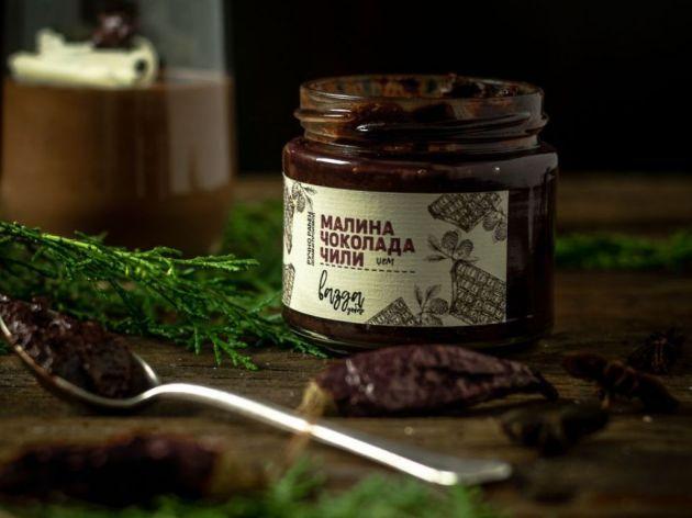 """Ručno rađeni sosovi i džemovi iz Guče - """"Vazda dobar"""" brend nudi neobične kombinacije ukusa (FOTO)"""