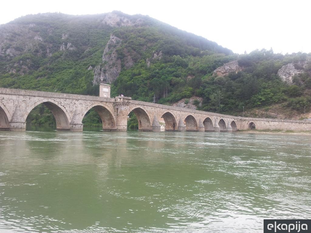 Krstarenje kanjonom Drine od Perućca do Višegrada - Bajkoviti svet smaragdno zelene reke