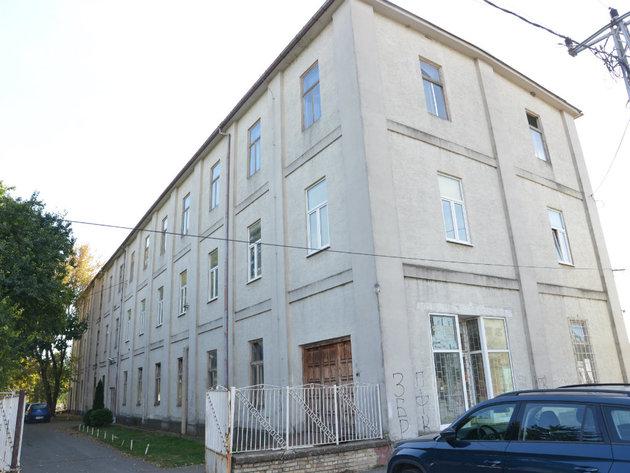 "Direktionsgebäude im Komplex ""Trikotaza VIT"