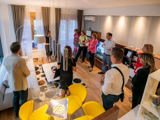 Vertreter des Verbandes serbischer Finanzdirektoren besuchen Wellport-Verkaufshaus - Erste Bauphase beginnt im September