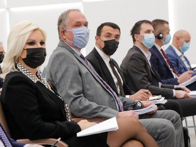 Ministarka Zorana Mihajlović sa učesnicima javne rasprave